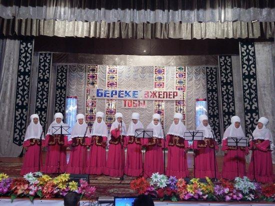 Халықтық атағы бар «Береке» әжелер тобының шығармашылық кеші