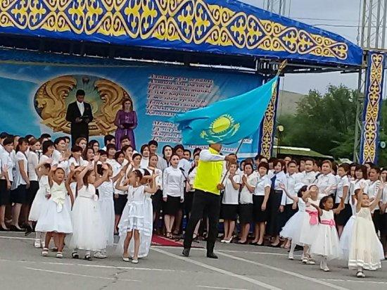 С гордостью пронесли флаг Қазахстана!!!!