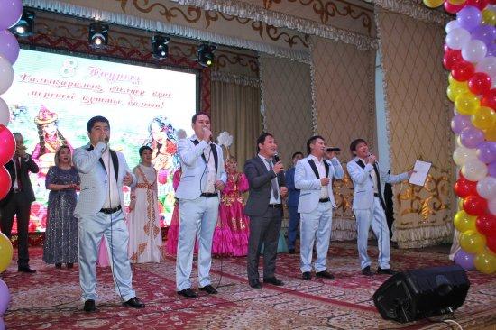 Жуалы аудандық мәдениет үйінде 8 наурыз халықаралық әйелдер күні мерекесіне арналған «Рахмет саған -Ана» атты іс-шара өтті.
