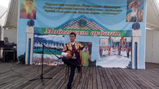 Мойынқұм ауданы көркемөнерпаздарының «Жамбылым қандай тамаша» атты мерекелік концертінің мәліметі