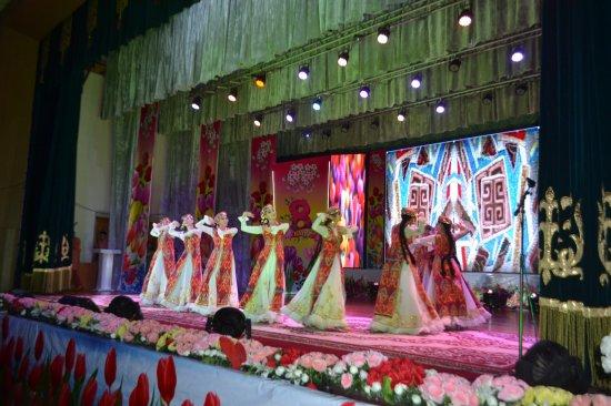 8 наурыз Халықаралық аналар күніне орай «Ана – өмір шуағы» атты мерекелік концерт өтті.